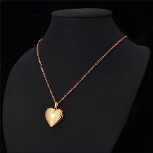Jewelry - New 18K gold heart photo necklace